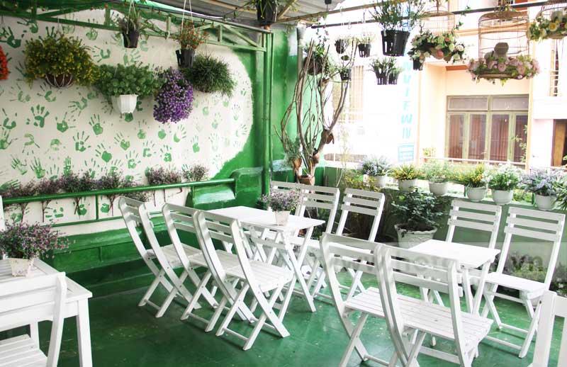 Thiết kế quán cafe sân vườn đơn giản mà đẹp